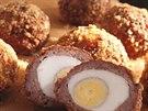 Skotsk� vejce jsou v�born� i studen�. D��v si je Britov� brali jako ob�erstven� na piknik.