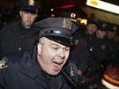 Policie zasahuje proti demonstrantům v New Yorku (5. prosince 2014).