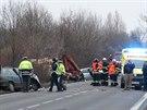 Na silnici číslo 9 severně od Líbeznic se srazil osobní vůz s nákladním. Řidič felicie nehodu nepřežil (4.12.2014)
