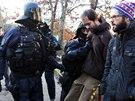 Policie asistovala při vyklízení squatu na pražském Žižkově (9.12.2014)