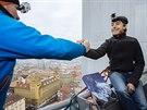 Bývalý primátor Pavel Bém slanil ze Žižkovské věže. Pod ní pokřtil svou novou knihu o K2.