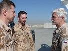 Generál Petr Pavel navštívil 6. a 7. prosince vojáky v Afghánistánu v rámci své tradiční předvánoční návštěvy. Po příletu se setkal se zástupcem ředitele SOC MO plk. Radkem Šíbou a velitelem 3. strážní jednotky kpt. Petrem Liškou.