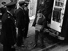Malý muž, kolem něhož byl vždy velký poprask. Frankie Fraser přijíždí k soudu.