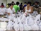 Loňský tajfun Haiyan za sebou nechal přes šest tisíc obětí a desítky tisíc dalších nejen bez střechy nad hlavou, ale i bez jídla nebo vody. Něco takového úřady nechtějí znovu dopustit (6. prosince 2014).