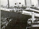 Poškozený pravý bok Olympicu a příď křižníku Hawke zničená nárazem.