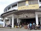 Kongresové a veletržní centrum ve filipínském Taclobanu slouží jako evakuační centrum (4. prosince 2014)