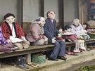 Posledním obyvatelům Nagora dělají při večerních zábavách společnost panenky. Mnohdy jde o podobizny bývalých sousedů, kteří už zemřeli nebo se odstěhovali.