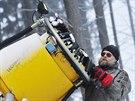 Sněhová děla na Šacberku právě vychrlila první letošní várku sněhu a je čas na kontrolu zařízení. Velká část skiareálů na Vysočině chce zasněžovat non-stop, dokud to dovolí počasí. K otevření areálů pro lyžaře je ale ještě hodně daleko.