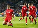 NA KOLENA. Steven Gerrard slaví gól v dresu Liverpoolu.
