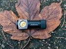 Fenix HL50 bez pásku je naprosto miniaturní.