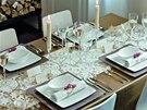 Podkladové talíře vypadají efektně, vyžadují však širší stůl.