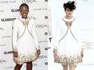 Herečka Lupita Nyong'o v bílých šatech a šortkách se zlatou výšivkou z kolekce Chanel Haute Couture podzim-zima 2014/2015