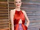 Herečka Jamie Kingová ve večerních šatech z rudého saténu z kolekce Ulyana Sergeenko Couture jaro-léto 2014