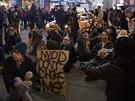Na protest proti osvobozujícímu verdiktu protestovaly v New Yorku tisíce lidí.