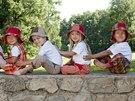 Veselá Nohavice se jiše ve třech šicích dílnách – na Šumavě, v Hodoníně a u Berouna.