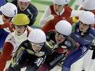 Momentka ze závodu rychlobruslařek s hromadným startem na Světovém poháru v Berlíně.