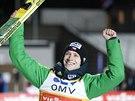 Roman Koudelka se raduje ze svého vítězství v závodě Světového poháru v Lillehammeru.