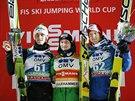 Roman Koudelka (uprostřed) coby vítěz závodu SP v Lillehammeru, vlevo druhý Peter Prevc, vpravo třetí Michael Hayböck.