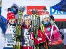 Norská biatlonistka Tiril Eckhoffová (uprostřed) ovládla sprint na 7,5 kilometrů v Östersundu, vlevo je druhá Veronika Vítková, vpravo pak třetí Kaisa Makarainenová.