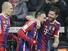 Gólová radost hráčů Bayernu Mnichov v utkání s Leverkusenem, uprostřed je střelec gólu Franck Ribéry.