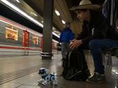 Mr. Šalapeňos testuje robotické štěně Teksta