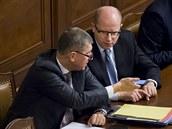 Ministr financ� Andrej Babi� a premi�r Bohuslav Sobotka v Poslaneck� sn�movn�.