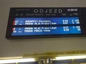 ČEKÁNÍ. Trasa mezi Prahou a Kolínem byla na dlouhou dobu ochromená.