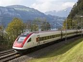 100 % elektřiny (Švýcarsko). Nejekologičtější dopravou po kolejích se pyšní Švýcarsko. V roce 1960 tam dokončili kompletní elektrifikaci, což je světový unikát, energii pro vlaky dodávají z velké části vodní elektrárny napájené z alpských ledovců. Velmi hustý jízdní řád přispívá k tomu, že Švýcaři jsou mistry světa v jízdě vlakem: každý obyvatel cestuje železnicí v průměru 55x za rok.