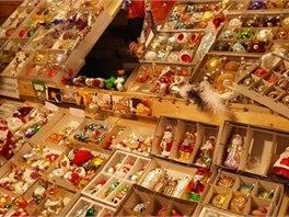 V prodejnách najdete vánoční ozdoby po celý rok, vydat se můžete i do zákulisí výroby