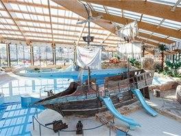 Palác pokladů v Čestlicích s oblíbenou dominantou vraku pirátské lodi.