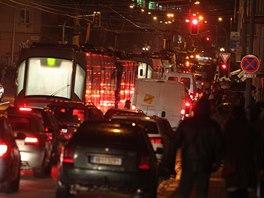 Večerní kolaps. Brněnskou dopravu v pondělí večer ochromilo počasí a námraza.