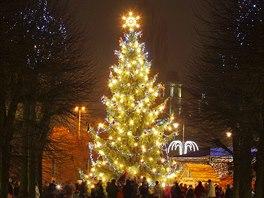 Vánoční strom v centru Karlových Varů