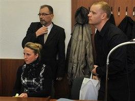 Martina a Martin (vpravo) Váchovi v soudní síni. (1. prosince 2014)
