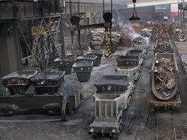 Ocelárna v Třineckých železárnách - provoz, kde se také odprašuje. (5. prosince 2014)