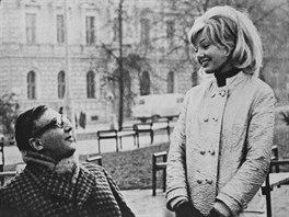 Ve filmu Já, truchlivý bůh hrála Hana Prymusová hlavní ženskou postavu. Ústřední mužskou roli zase Miloš Kopecký.