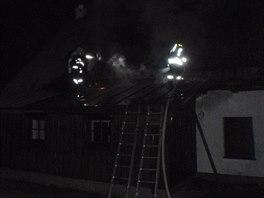 Požár penzionu v obci Mladé Buky na Trutnovsku. (9. 11. 2014)