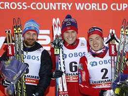 TRIO NEJELPŠÍCH. Vítězný Pal Golberg (uprostřed), druhý Alexej Petuchov (vlevo) a Finn Haagen-Krogh na stupních vítězů sprintu volnou technikou v Lillehammeru.