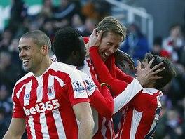 Radost hráčů Stoke City po gólu proti Arsenalu