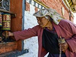 Tradiční modlitební mlýnky najdeme v Bhútánu na nejrůznějších místech. Roztáčejí se vždy po směru hodinových ručiček.