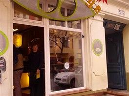 Minikavárnička na Akazienstrasse Double Eye denně obslouží několik desítek zákazníků, ale prostoru k sezení nenabízí mnoho.