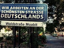 Lidé, žijící ve Waldstrasse v Moabitu, mají vysoké ambice. Pracuji na tom společně a postupně se jim to daří.