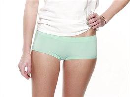 Kalhotky Lindex doplněné komplementárním lakem na nehty