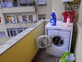 Obě ložnice mají také lodžii, na té mé je pračka. To je v Římě běžné, vysvětluje Aneta.