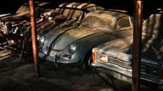 Zapomenutá auta ve francouzském skladi�ti