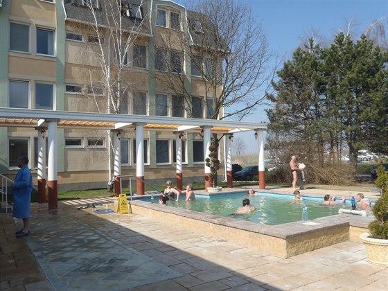 Přímo v penzionu Energy I máte k dispozici sedací bazén s termální vodou.