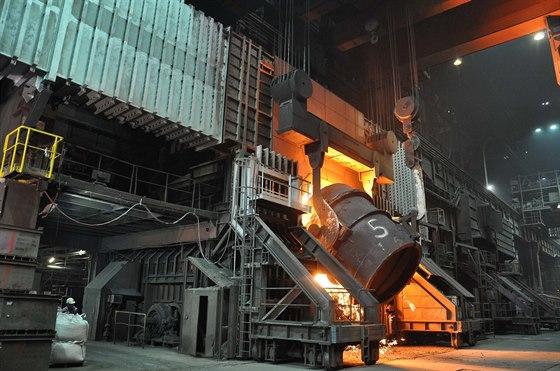 Mno�stv� prachu emitovan�ho z konvertorov� ocel�rny do ovzdu�� by m�l klesnout asi o 56 procent