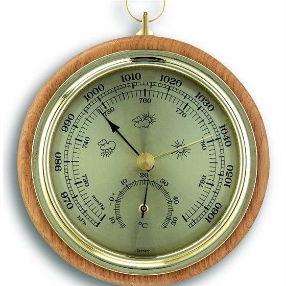 Dřevěný barometr-teploměr představuje elegantní měření barometrického tlaku a měření teploty na bukovém podkladu.