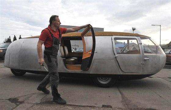 Pracovníci renovátorské firmy Ecorra z Kopřivnice na Novojičínsku dokončili kopii unikátního vozu Dymaxion z roku 1933.
