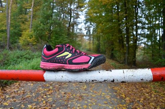 Špička boty je hodně zvednutá, to usnadňuje běhání přes špičku.