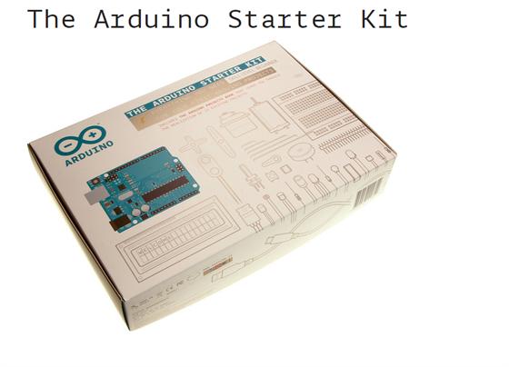Souprava Arduino Starter Kit obsahuje knihu a desítky součástek.